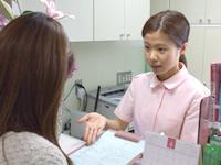 歯に関するお悩みや、全身の健康状態などについて質問します。